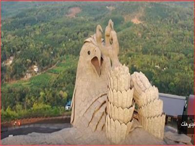 أكبر تمثال لطائر أسطوري في العالم