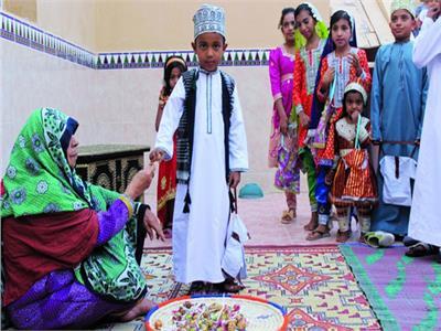 مظاهر احتفال الشعب العماني بانتصاف شهر رمضان