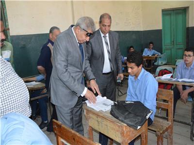 محافظ المنيا يتفقد لجان امتحانات الصف الأول الثانوي