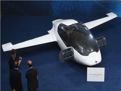 السيارة الطائرة بدون طيار