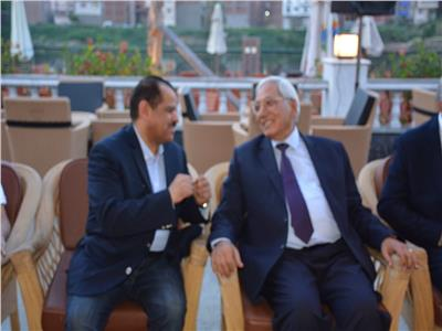المحافظ د كمال شاروبيم والمحاسب طارق عبد الهادى رئيس النادى خلال الاحتفال