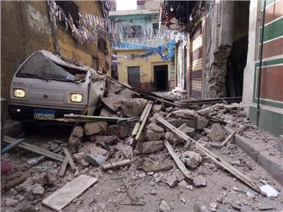 انهيار جزئي بعقار قديم في الإسكندرية