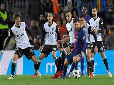ميسي مع برشلونة أمام فالنسيا
