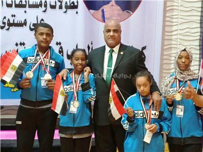 وكيل وزارة التعليممع الطلاب الفائزين