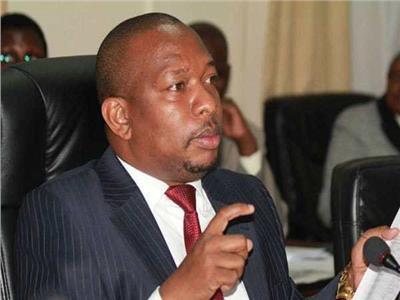 حاكم العاصمة الكينية نيروبي يهدد الموظفين الكسولين بالفصل
