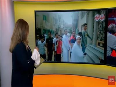 مذيعة بي بي سي تعرض فيديو تجمهر الأهالي أمام منزل محمد صلاح