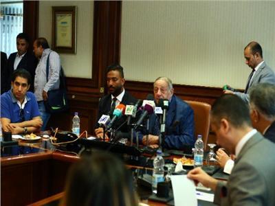 ميدو ومحمد عبدالسلام خلال المؤتمر الصحفي
