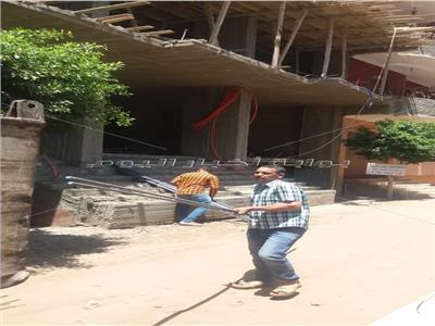 إيقاف اعمال بناء مخالف لعقارات بمدينة الحوامدية
