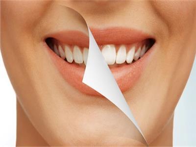 استشاري يوضح أهمية تكنولوجيا الـZoom الحديثة لتبييض الأسنان
