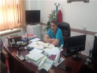 دكتور أبو هاشم خلال اجتماعة بقيادات قطاع الصحة