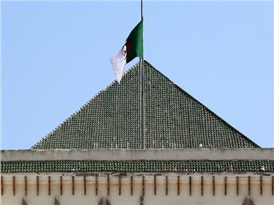 وضع وزيرين سابقين تحت الرقابة القضائية بالجزائر