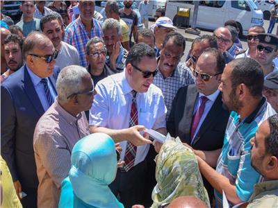 محافظ الاسكندرية يوجه باستعادة الإنضباط وإزالة الاشغالات بالموقف الجديد