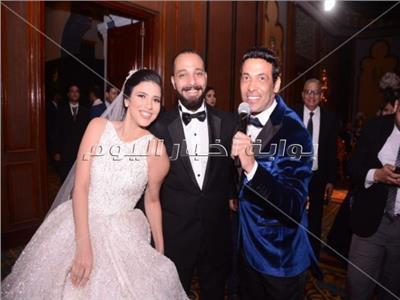 سعد الصغير مع العروسين