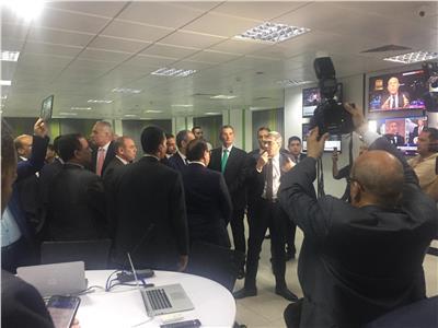 الكاتب الصحفي ياسر رزق يشرح آليات عمل صالة التحرير المدمجة بـ«أخبار اليوم»