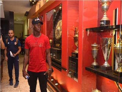 المالي أليو ديانج لاعب الفريق الأول لكرة القدم بالنادي الأهلي