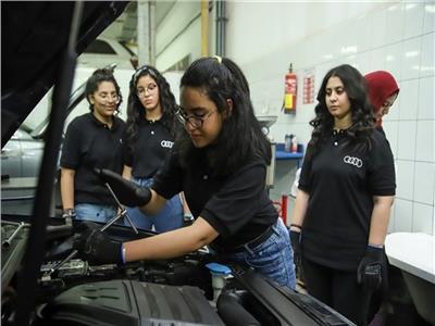 «المصرية التجارية وأوتوموتيف» تدعم فتيات مصر عبر برنامج «Progirls»