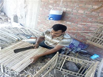 صناعة الأساس من جريد النخيل في محافظة الغربية