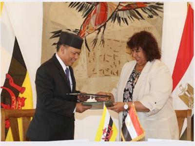 وزير الثقافة تلتقى وزير ثقافة وشباب سلطنة بروناى