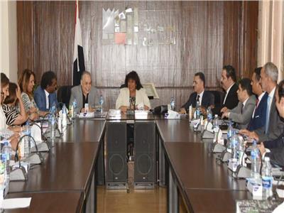 وزير الثقافة تجتمع بمجلس أكاديمية الفنون