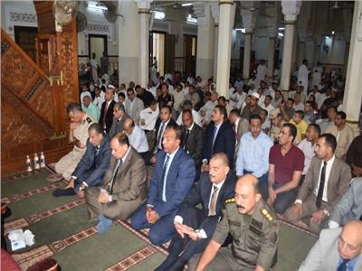 محافظ الفيوم يؤدي صلاة عيد الأضحى المبارك بمسجد ناصر الكبير