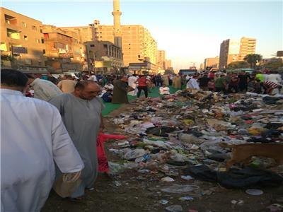 أهالي شبرا الخيمة يحتفلون بعيد الأضحى وسط تلال القمامة.. والمحافظة غائبة