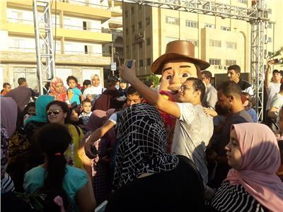 فنون شعبية وغنائية وازدحام الحدائق والملاهي وكورنيش النيل في ثالث ايام العيد بالغربية