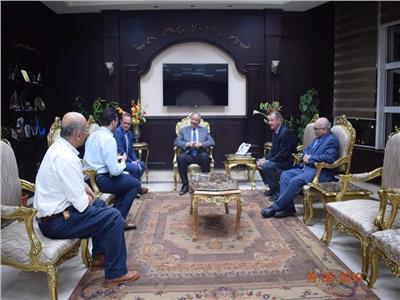 محافظ البحر الأحمر يلتقى عميد معهد البحوث البيئية بجامعة عين شمس