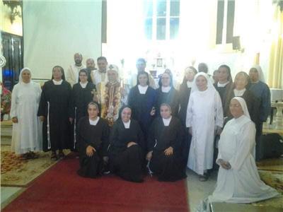 مطران  أسيوط يحتفل باليوبيل الفضي لراهبات مرسلات قلب مريم