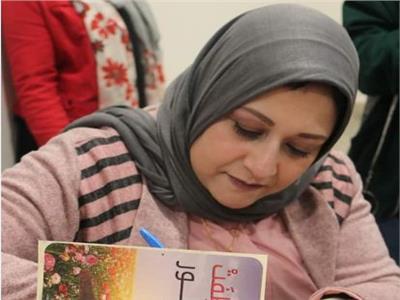 الكاتبة دينا عماد