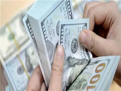 الدولار يتراجع ويفقد 3 قروش من قيمته أمام الجنيه المصري في البنوك