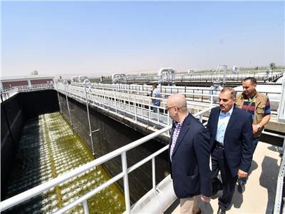 اثناء تفقد محطتى مياه الوليدية والتشيكى ومركز خدمات شركة مياه أسيوط
