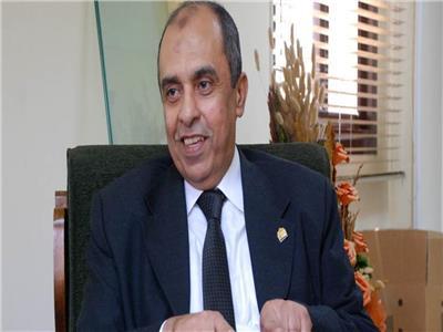 وزير الزراعة واستصلاح الأراضي د.عز الدين أبو ستيت