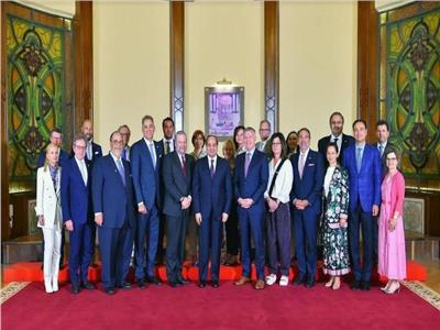 الرئيس السيسي وأعضاء الوفد الكندي