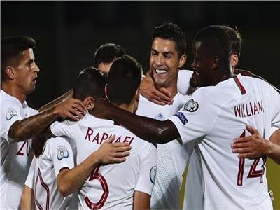 فرحة كريستيانو رونالدو مع زملائه بالفوز