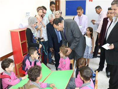 محافظ شمال سيناء يتفقد المدارس باليوم الأول في العريش