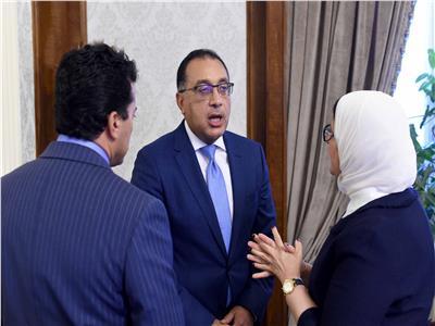 رئيس الوزراء ووزيرة الصحة