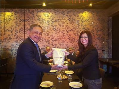 السفير محمد خيرت ومساعدة أول وزيرة الخارجية الاسترالية للشرق الأوسط