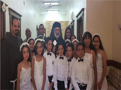الكاثوليك يحتفل بالمناولة بالشورانية