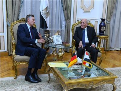"""""""وزير الدولة للإنتاج الحربي"""" يستقبل """"سفير ألمانيا"""""""