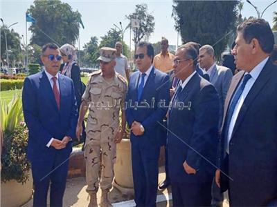 وزير التعليم العالي ورئيس جامعة عين شمس
