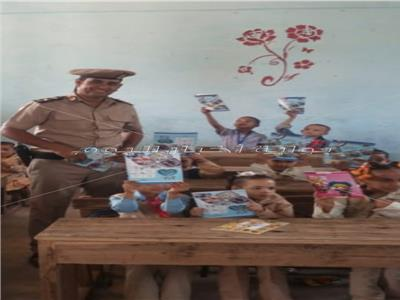 «شرطة فرشوط» تُوزع كرّاسات على التلاميذ وترافق أبناء الشهداء