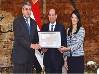 الرئيس عبد الفتاح السيسي مع  الأمين العام للسياحة العالمية ووزيرة السياحة