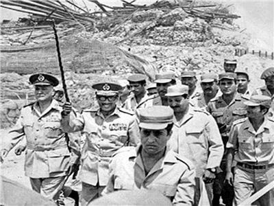الرئيس السادات والمشير أحمد إسماعيل على الجبهة