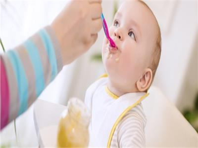 للأمهات الجدد .. 6 نصائح قبل إدخال الطعام لطفلك الرضيع