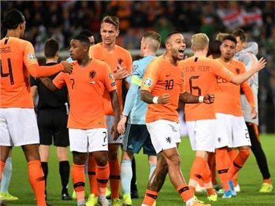فرحة لاعبي هولندا بالفوز