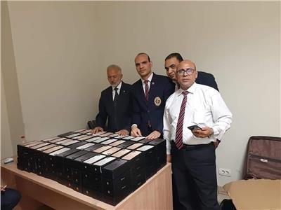 إحباط محاولة تهريب كمية من الهواتف المحمولة بمطار القاهرة