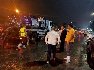 رفع تجمعات الأمطار من شوارع مدينة نصر