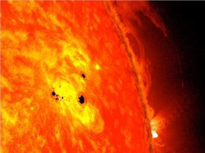 ظهور بقعة من الدورة الشمسية الجديدة