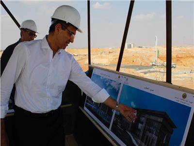 وزير الاتصالات يتفقد الأعمال الانشائية في مدينة المعرفة بالعاصمة الإدارية الجديدة