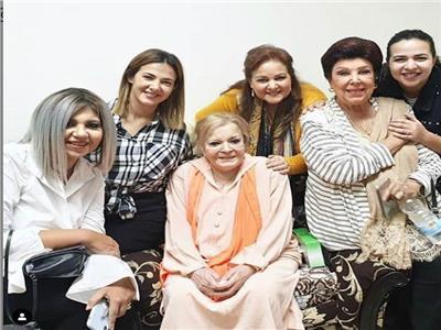 دلال و دنيا وايمي سمير غانم وبوسى شلبى ورجاء الجداوى فى منزل نادية لطفى